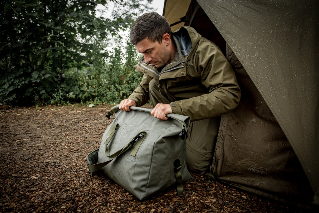 TRAKKER Nepromokavá taška na lehátko - Downpour Roll-Up Carryall (47x47x31cm)